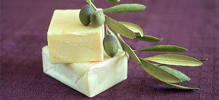 Πως να φτιάξετε το δικό σας σπιτικό σαπούνι από ελαιόλαδο! -Το ελαιόλαδο, το μυστικό της μακροζωίας των Ελλήνων, κατείχε την πρώτη θέση ως γιατρικό κατά την αρχαιότητα για τις ασθένειες του δέρματος.  Στον ιπποκράτειο κώδικα διαβάζουμε πάνω από 60 φαρμακευτικές χρήσεις. Από την αρχαιότητα είναι γνωστό ότι το ελαιόλαδο στη διατροφή μας είναι καθοριστικής σημασίας για την υγεία κάθε οργανισμού.   Οι αρχαίοι Έλληνες θεραπευτές χρησιμοποιούσαν ελαιόλαδο για να επουλώσουν πληγές, για να…