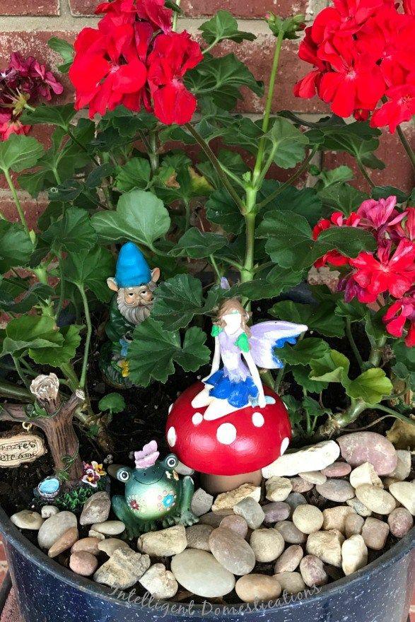 Fairy Garden Mushrooms Made From Salt Pepper Shakers Crafts Diy