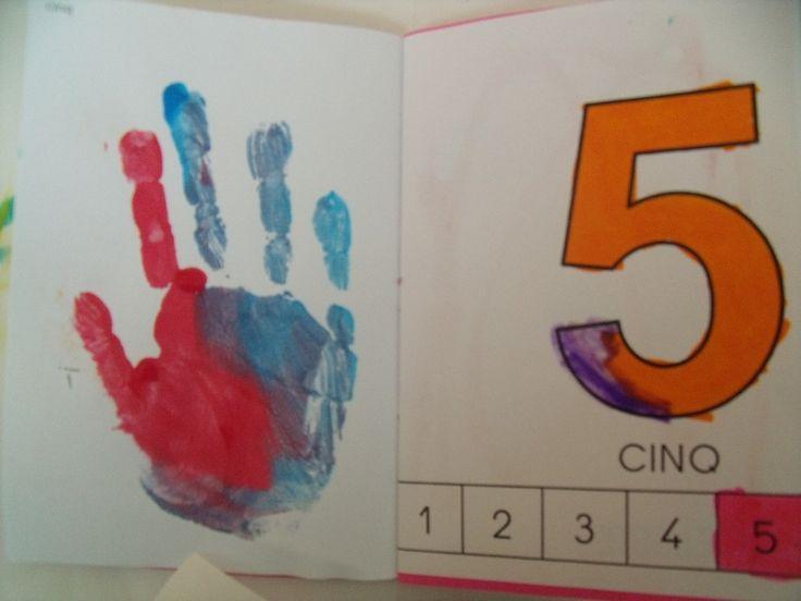 projet petit livre, à faire en un coup de ciseau et en pliant :  les enfants  construisent leur album à compter jusqu'au 5.