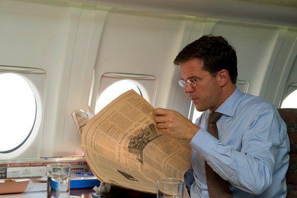 """De geruchten over het privéleven van Mark Rutte krijgen een bizarre wending. Het valt niet uit te sluiten dat onze premier heteroseksueel is. Dat beweert althans de bekende Haagse journalist Fred Ommedijk. """"Premier Rutte is een intelligente, knappe man en in homokringen zeer populair. Het feit dat Rutte desondanks nog steeds geen vriend heeft, roept vraagtekens op"""", aldus Ommedijk. Aan [...]"""