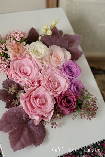 『受付を飾るピンクのアレンジ』 http://ameblo.jp/flower-note/entry-11067698730.html
