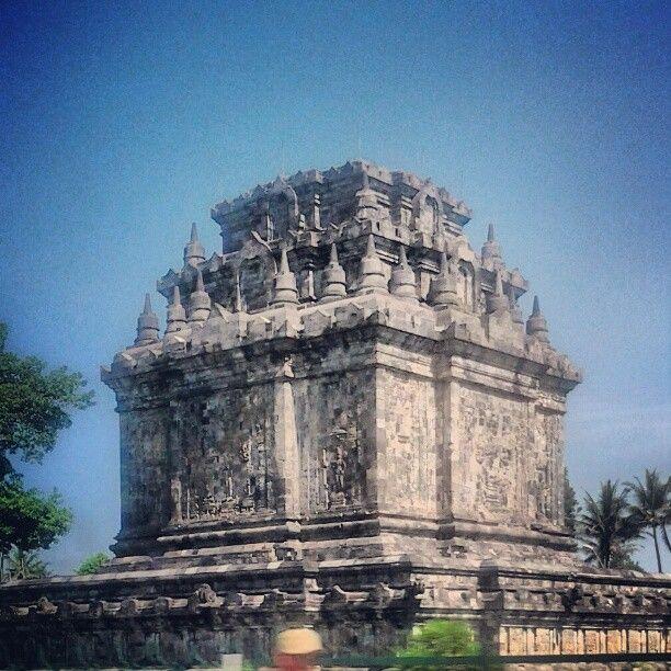 Candi Mendut (Mendut Temple) di Kota Magelang, Jawa Tengah