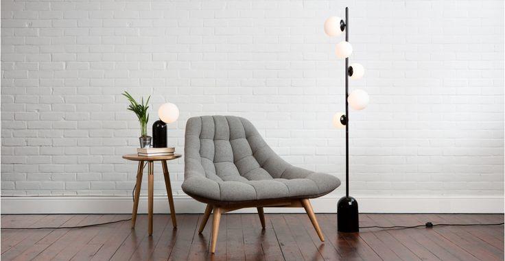 Vetro Stehlampe, Schwarz und Milchglas | made.com