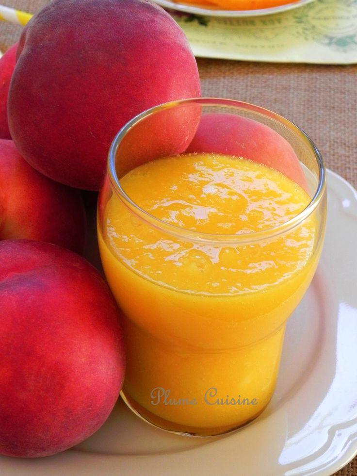 Smoothie nectarine et mangue, boisson rapide à réaliser, délicieux et sain 2 grosses nectarines bien mûres, – 1 mangue bien mûre – 10 cl de jus d'orange frais