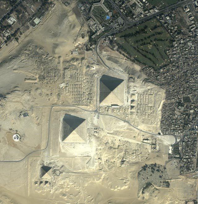Fotografía aérea de las pirámides de Giza