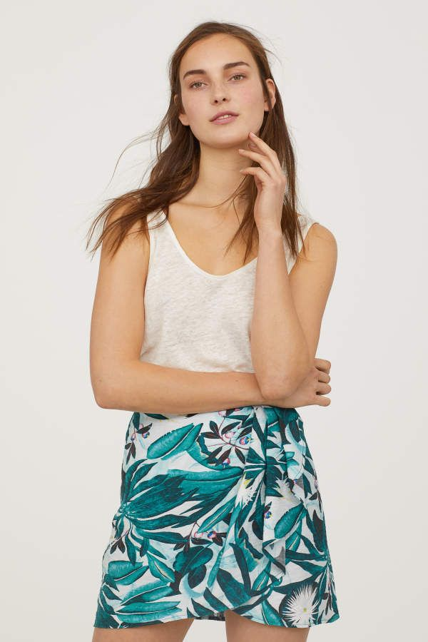 16156c5b1c ANNA GLOVER x H&M. Short skirt in textured-weave fabric with a printed  pattern. Sewn wrap-front section with pleats. Concealed zip and
