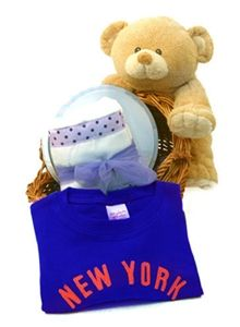 The New York, New York Gift Basket - http://www.gotobaby.com/ – For anyone having a baby in New York, this basket is a great choice for a unique baby shower gifts.