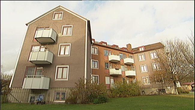 De ekonomiska förutsättningarna för att äga och förvalta fastigheter har förbättrats. Nu vill hyresgästföreningen i Örebro län vill se frysta hyror för 2015.