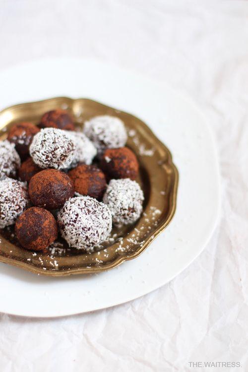 Rezept für leckere Schoko-Cranberry-Energyballs / THE.WAITRESS. Foodblog