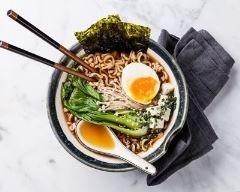 Ramen (bouillon de pâtes japonais au porc)