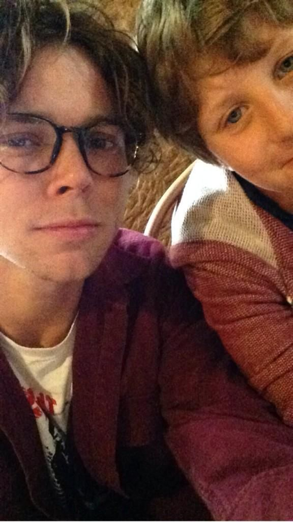 Ashton took Harry to work today and I literally can't find anything more adorable than this like OMFG.