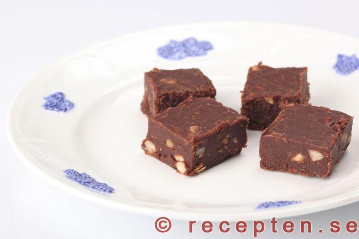 Chokladgodis - Recept på supergott chokladgodis. Mycket enkelt att göra. Risk för strykande åtgång!