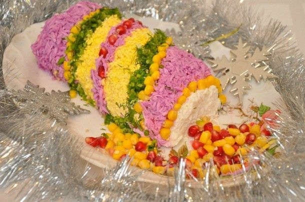 Подача этого блюда задает настроение празднику! Вкусный и безумно красивый салат… - У нас так