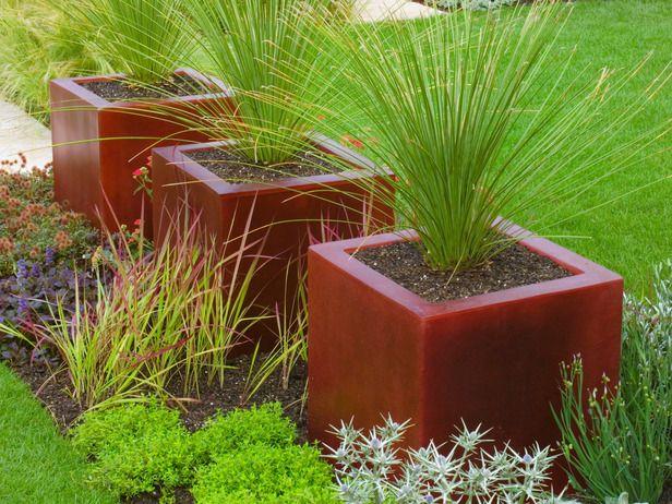 Blocks of Glass Create Repeating Contemporary Look: Gardens Ideas, Container Gardens, Gardens Backyard Frontyard, Gardens Can, Flowers Pots, Dark Red, Decks Gardens, Gardens Outdoor, Contemporary Outdoor Pots