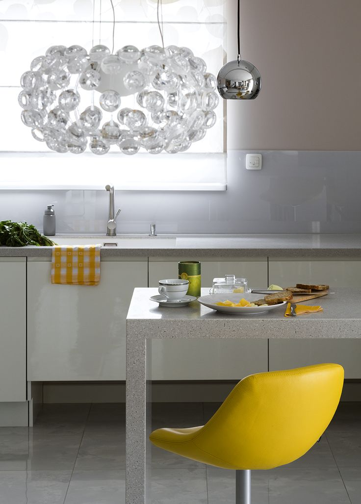 Colourful modern kitchen, withe kitchen, yellow hocker, big hocker, hoker, Caboche lamp