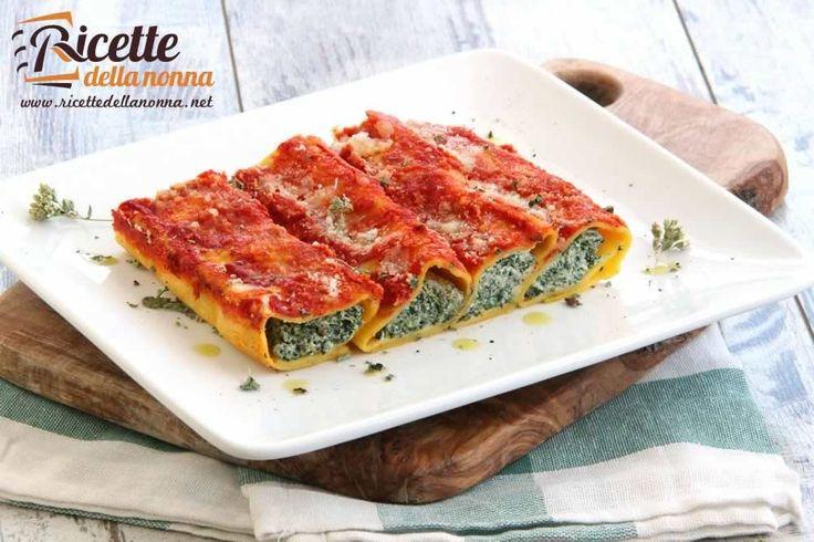 La ricetta dei classici cannelloni ricotta e spinaci piatto tipico della tradizione culinaria italiana.