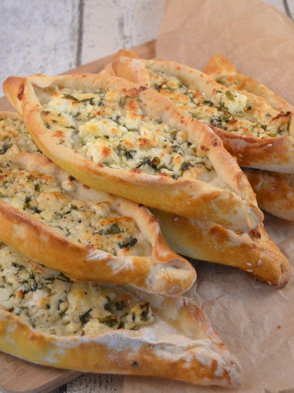 Vegetarische Pide: Türkische Schafskäse-Schiffchen #Fingerfood #Rezept