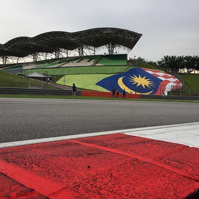 Looking back to the Malaysian GP with fondness. An amazing result for @redbullracing at the #f1finale  at Sepang. #travelblogger #photooftheday #malaysia #formula1 #sepang #racecarisracecarbackwards