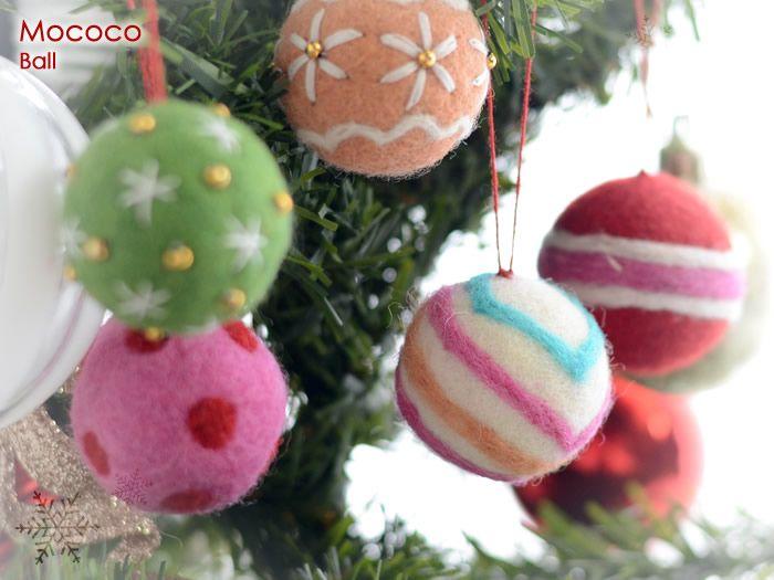 Handmade Christmas felt ornament from Nepal. 【全5色】Mococo(モココ)フェルトオーナメント ボール【メール便もOK】[M便 6/60]【楽天市場】