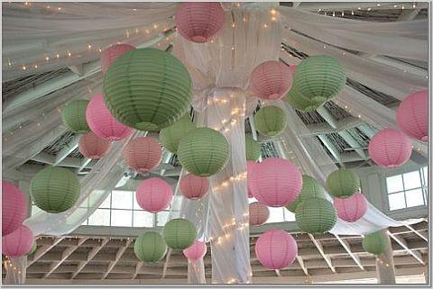 Paper lanterns Lampionnen in vrolijke kleuren  Leuke decoratie voor je bruiloft Roze groene lampionnen   Wedding decoration Styling bruiloft Lampions  Trouwen Feest decoratie Romantisch