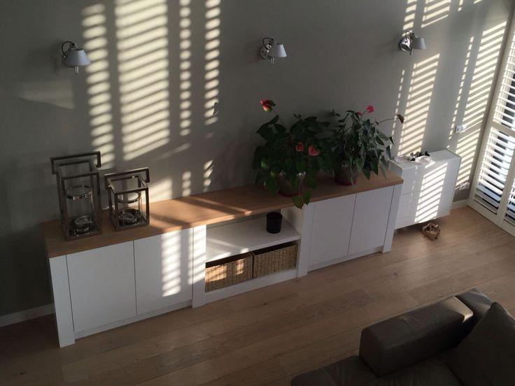 Maatwerk wandkast gespoten wit  en fineer blad. Ontwerp en realisatie www,meubelenmaatwerk.nl/www.steigerhoutenzo.nl