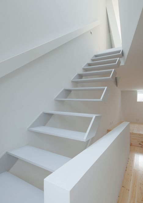 This narrow house contains hollow white boxes for stairs for Arredamento scale