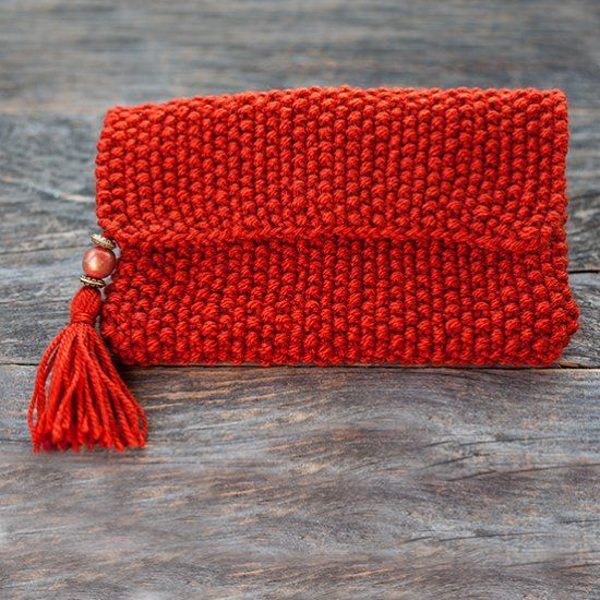 Elegant knitted purse with beads and tassel for a day or night out. Free tutorial.