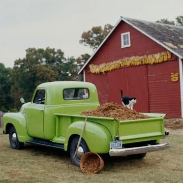 What a great fall scene! Love the garland of corn on the barn. | 18 easy autumn decorations | Living the Country Life | http://www.livingthecountrylife.com/fall-decor/