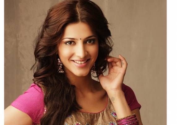 Shruti croons for 'Gabbar is back' http://www.myfirstshow.com/news/view/36900/Shruti-croons-for-Gabbar-is-back.html