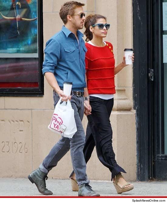 Ryan Gosling & Eva Mendes -- Still Holding On to Each Other