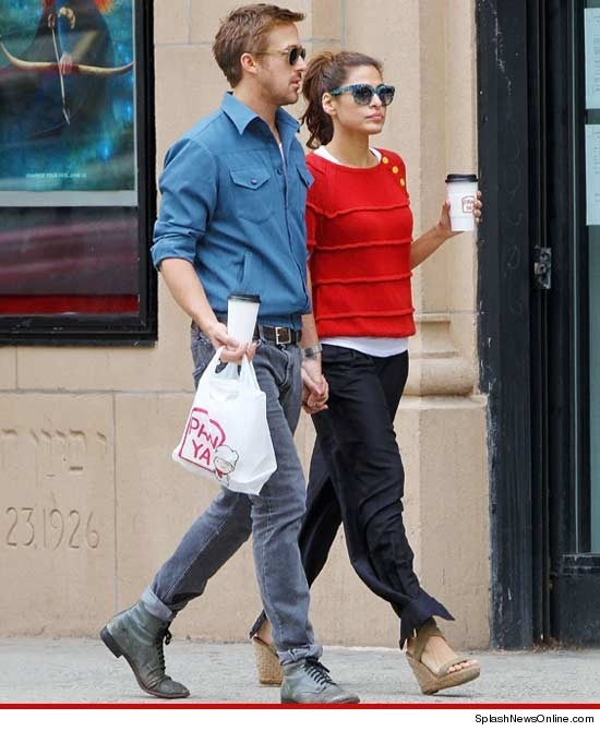 Ryan Gosling & Eva Mendes -- Still Holding On to Each Other