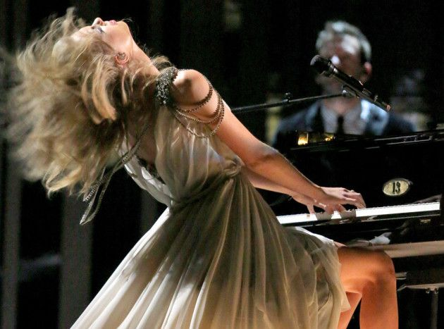 "Taylor Swift Debuts ""All Too Well"" at 2014 Grammys, Flips Hair A Lot"