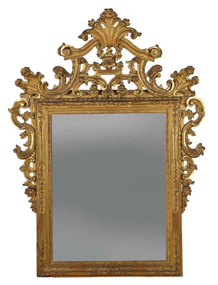 Specchiera Luigi XV in legno intagliato e dorato, Veneto XVIII secolo. Decoro a volute ed elementi floreali, ricca cimasa e cascate laterali, cm 160x120