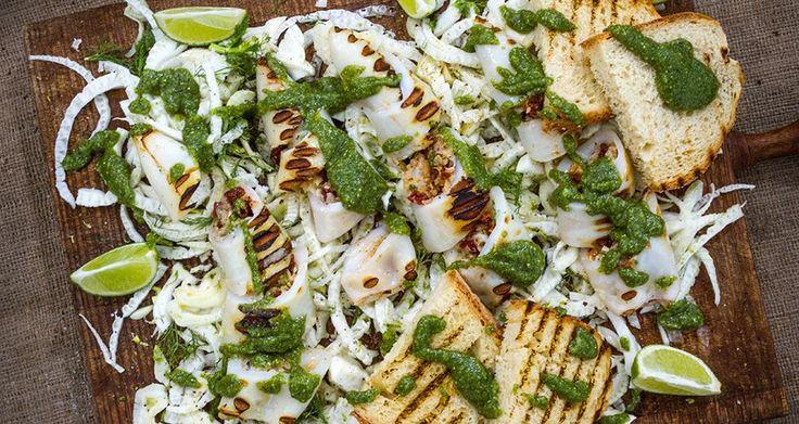 Γεμιστό καλαμάρι με σαλάτα από φινόκιο, και σπιτική σάλτσα πέστο.Μια καλοκαιρινή και υγειινή πρόταση από τον Άκη Πετρετζίκη.