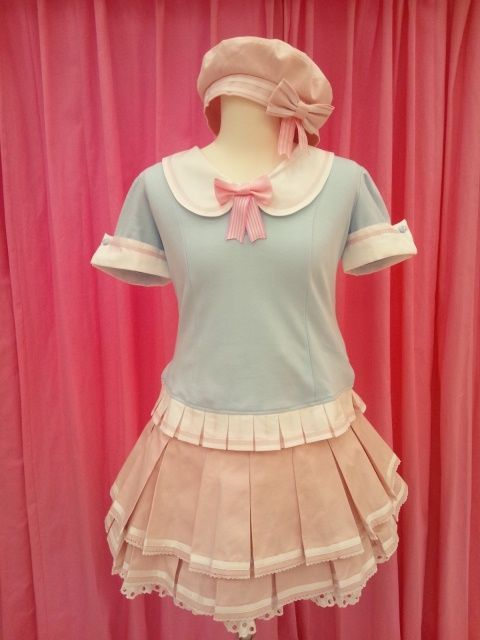 I would love it if this was my school uniform --u-- I want this so bad!!!