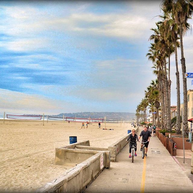 One of our favorite activities is to bike along the beach ⛱