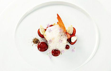 chefrecept Gert De Mangeleer - Langzaam gegaarde kreeft, kersen, rode biet en cacao | De tafel van Tine