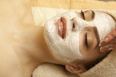 Conoce 4 mascarillas naturales para el rostro que te darán la hidratación y tonificación necesaria. Disfruta del poder del yogur y elimina las arrugas de tu rostro desde la comodidad de tu casa.
