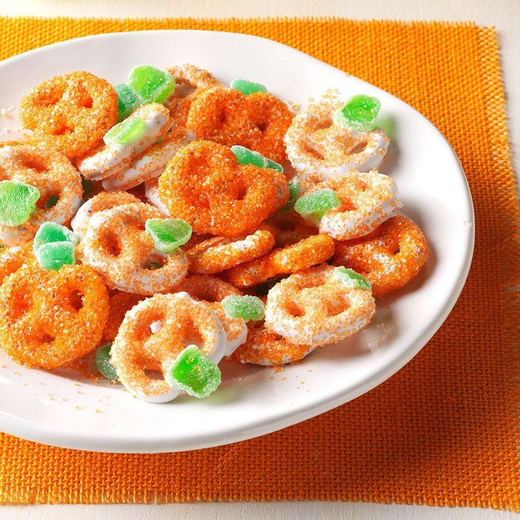 Mini Pretzel Pumpkins Recipe Potluck recipes, Easy