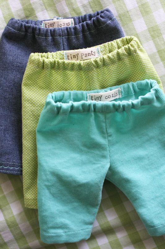 While getting her babies dressed the other morning, Lila asked me why Baby Girl doesn't have any pants. I was stumped. We pawed through the doll clothes and it was true - nary a pair. I told her I'...