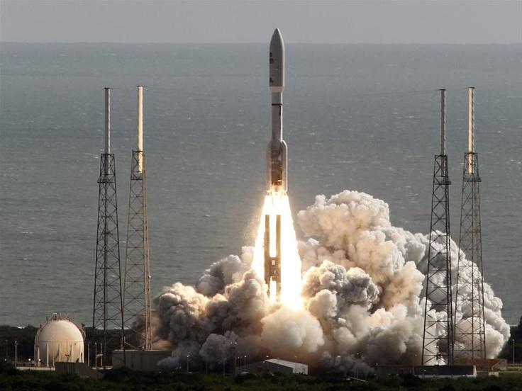 Curiosity, with the Atlas V rocket fired November 26th 2011 from Cape Canaveral Air Force Base in Florida. -- Curiosity, Atlas V roketiyle 26 Kasım 2011'de Florida eyaletindeki Cape Canaveral Hava Üssü'nden Uzay'a ateşlendi. http://fotogaleri.ntvmsnbc.com/curiositynin-mars-yolculugu.html?position=3