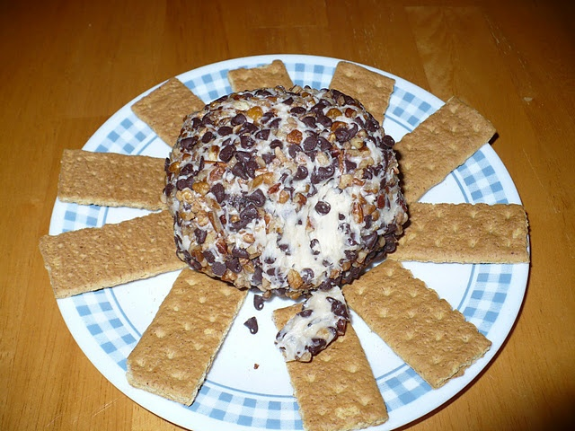Chocolate Chip Cream Cheese Ball | appitiers | Pinterest