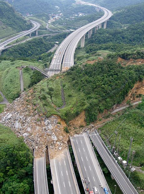 Massive landslide hits Taiwan highway!