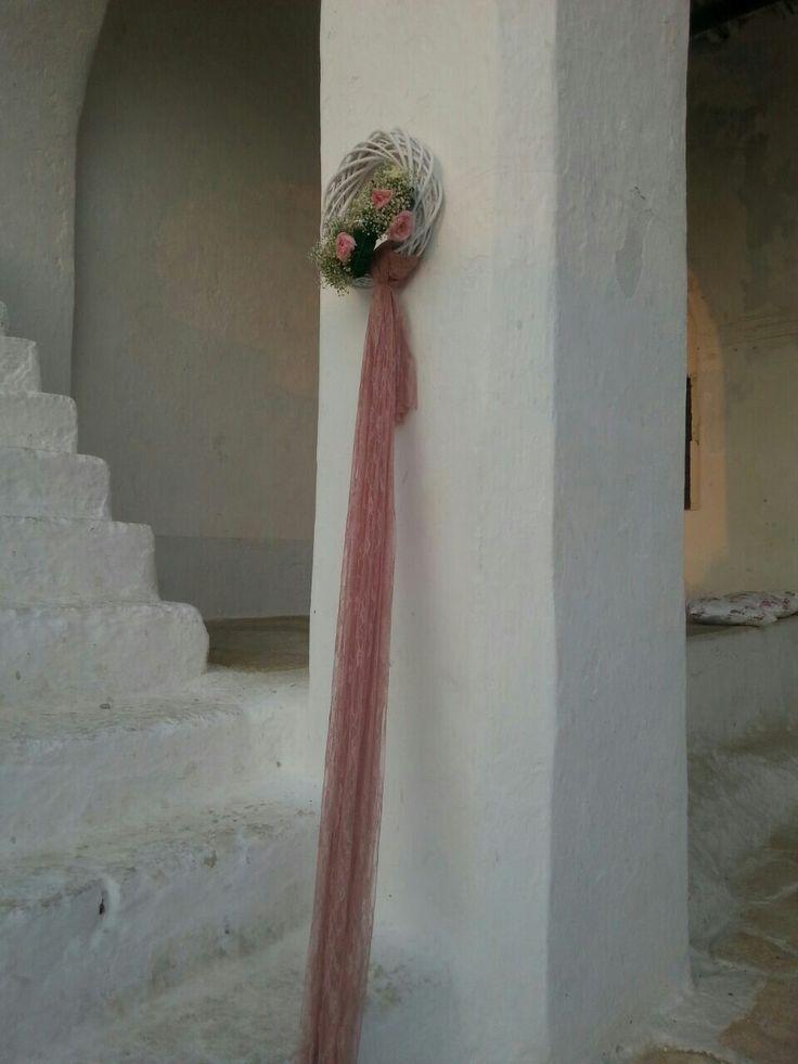 Στολισμός βάπτισης . Στεφανακι πλεκτό με λουλούδια και δαντέλα
