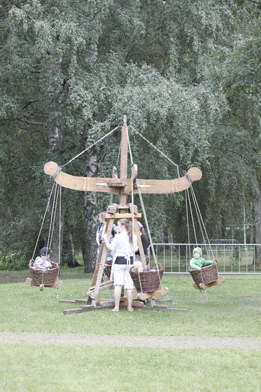 Hämeen keskiaikamarkkinat - Häme Medieval Faire 2011, Karuselli - Carousel, © Ulla Seppälä