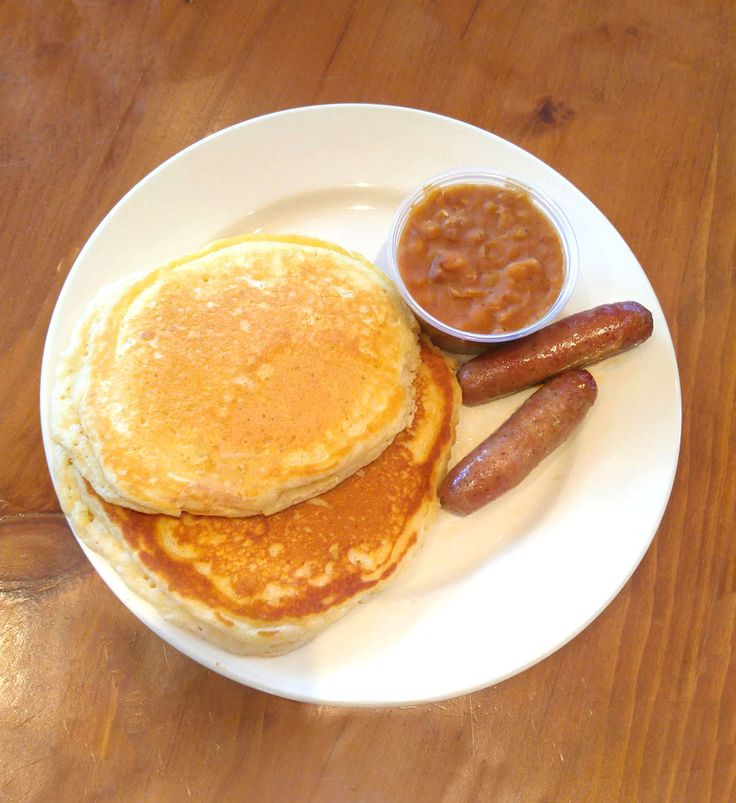 Sugar Bush Pancake Meal: Two buttermilk pancakes, to sausages and maple baked beans. Venue: www.templessugarbush.ca Photo Credit: http://www.stephaniewhite.style/bring-on-the-maple-at-temples-sugar-bush/