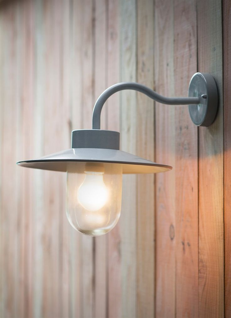 Robust Swan Next exterior light in Flint. Made of aluminium and steel, powder-coated in a soft light grey paint.