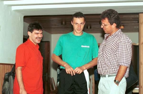 Rok 1996, zgrupowanie reprezentacji Polski. Od lewej: Adam Godlewski, Tomasz Hajto, Jacek Kmiecik.