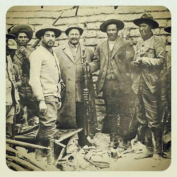 Villa y gente de la Mutual Films, después de la Batalla de Ojinaga en 1914.