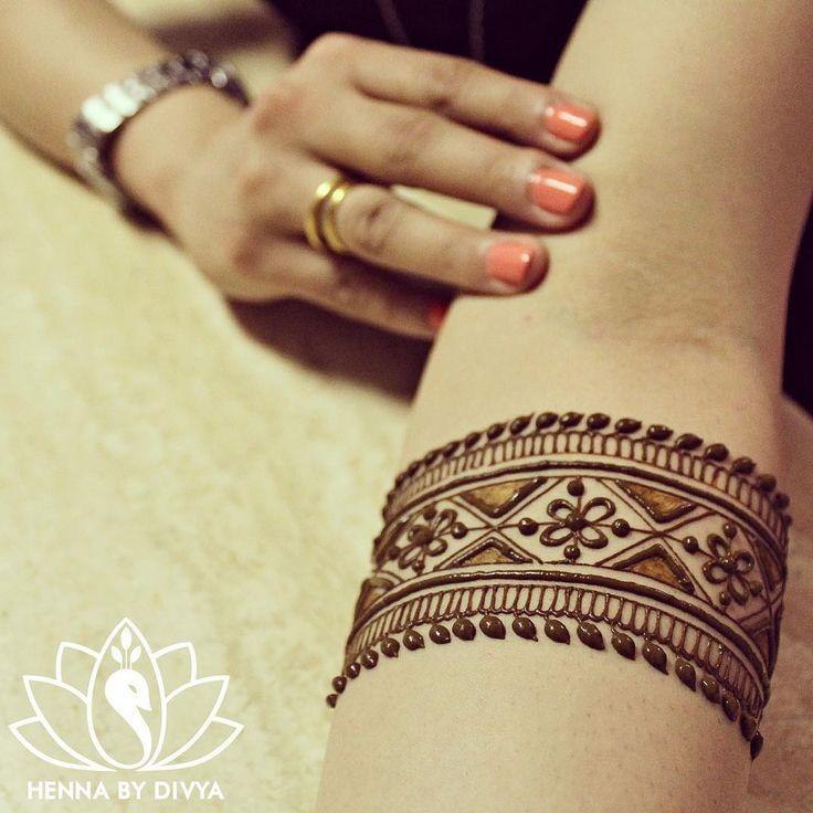 Very pretty armband patterned mehandi